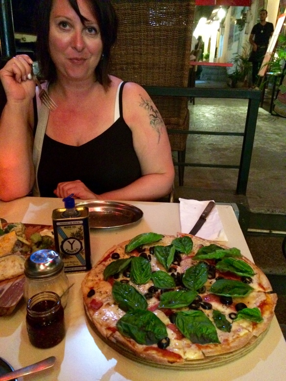 And the pizza, what we came for. Thin crust with cheese, salami, black olives and basil. Delicious!
