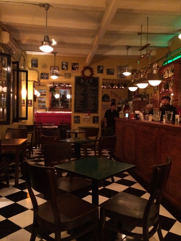 The interior is cozy and pays tribute to its french theme.