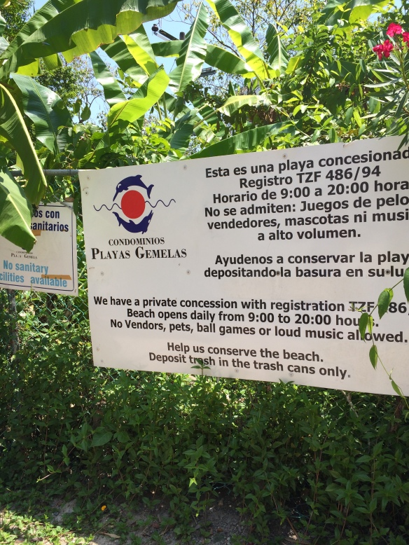 The sign to the entrance of the staircase to Playa Las Gemalas.